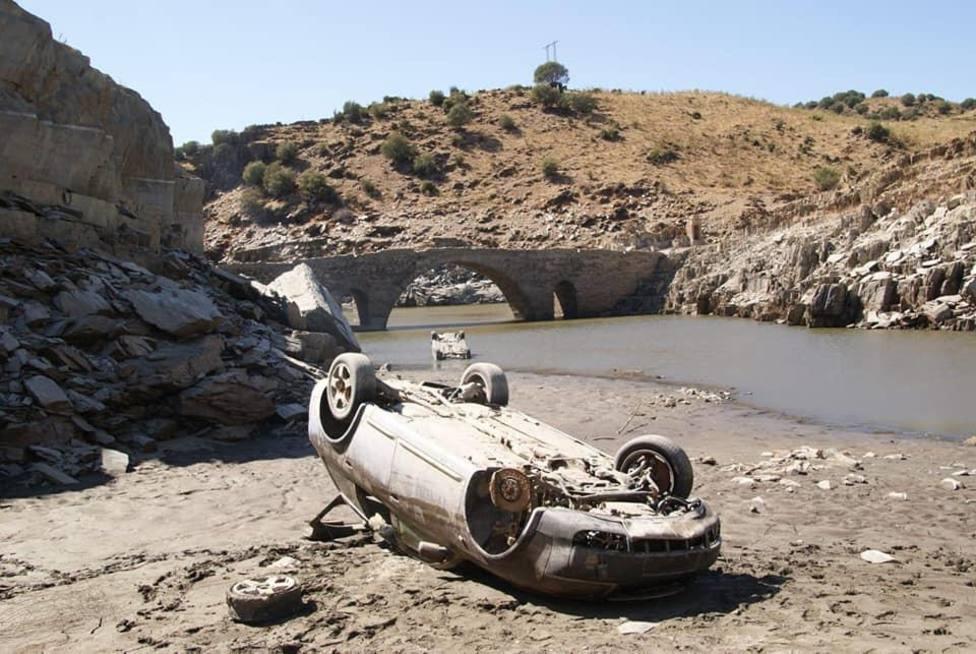 Vehículos abandonados en el Rio Almonte (Cáceres). Foto: Jesús María del Amo