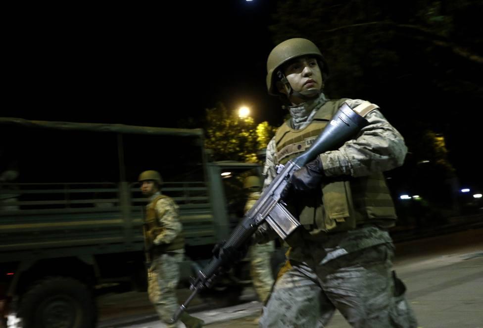 Santiago de Chile amanece tomada por más de 400 militares para imponer el estado de excepción por las protestas