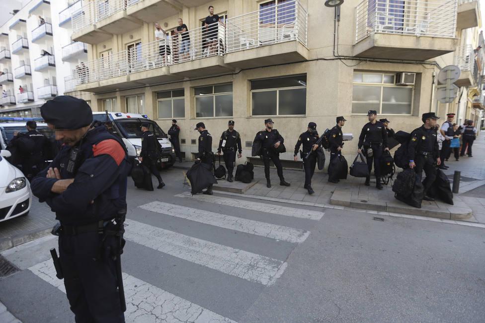 El Supremo ordena a la Junta Electoral Central que permita votar a los policías desplazados a Cataluña