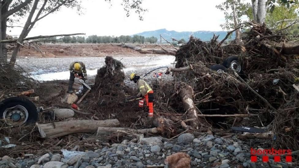 Los Bomberos suspenden la búsqueda de los desaparecidos en Tarragona por el temporal