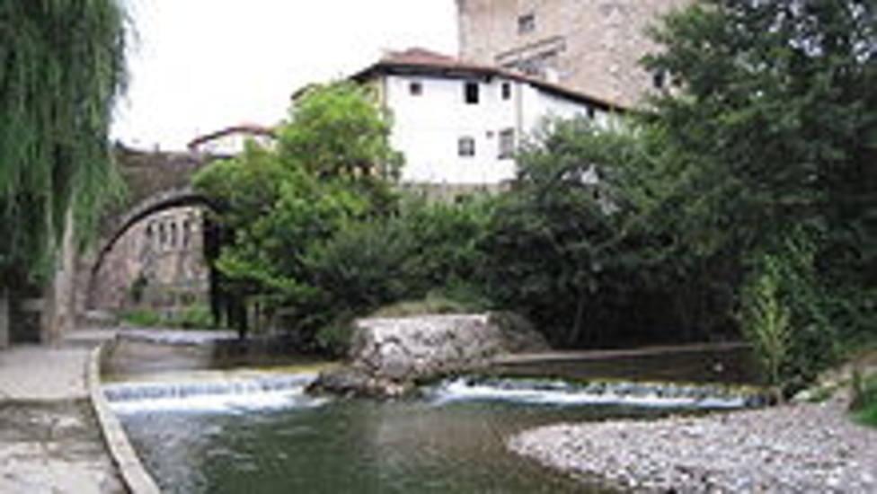Aparece el cuerpo de un hombre en el cauce del rio Deva en Potes