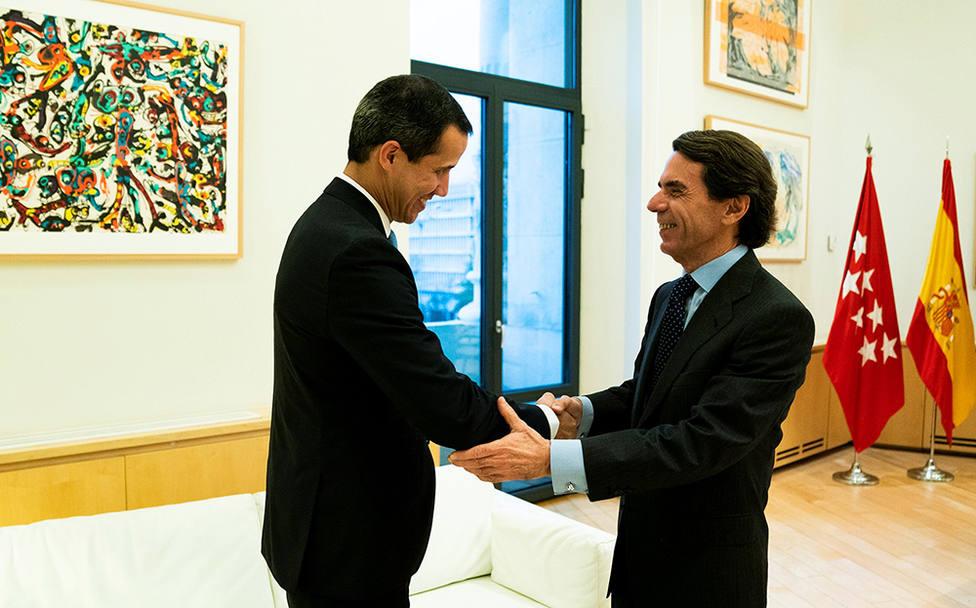 Aznar también se suma a los apoyos a Juan Guaidó