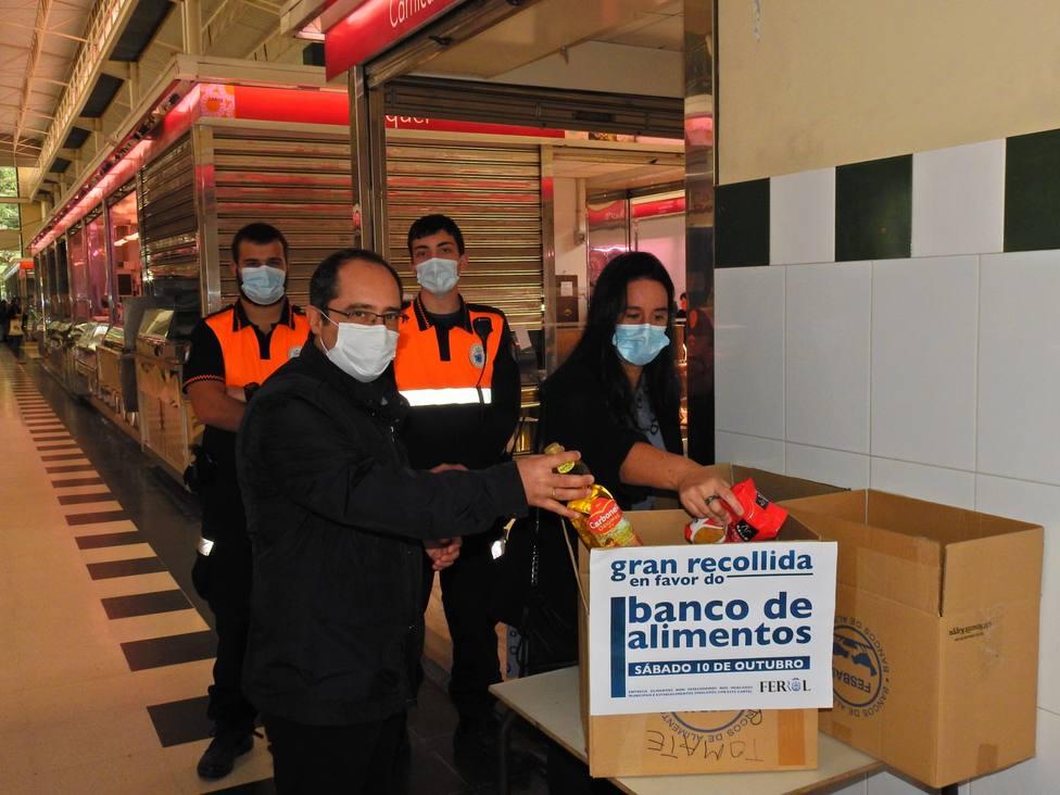 Los concejales de Seguridad y Bienestar Social en el Mercado de A Magdalena - FOTO: Concello de Ferrol