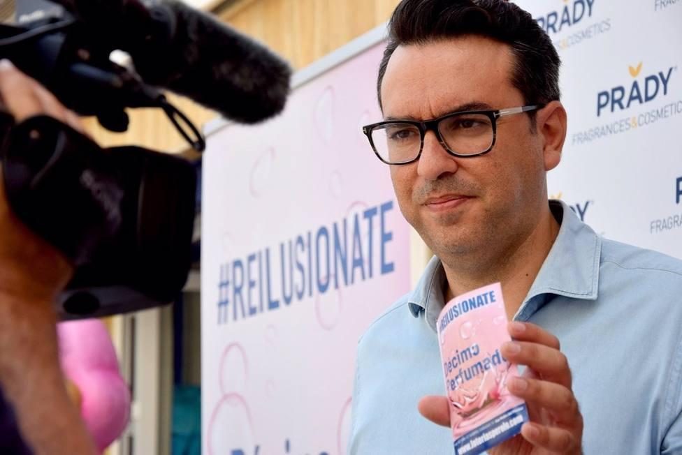 Miguel �ngel Zapata, director de Visión de Loterías Perolo, presenta el Décimo Perfumado