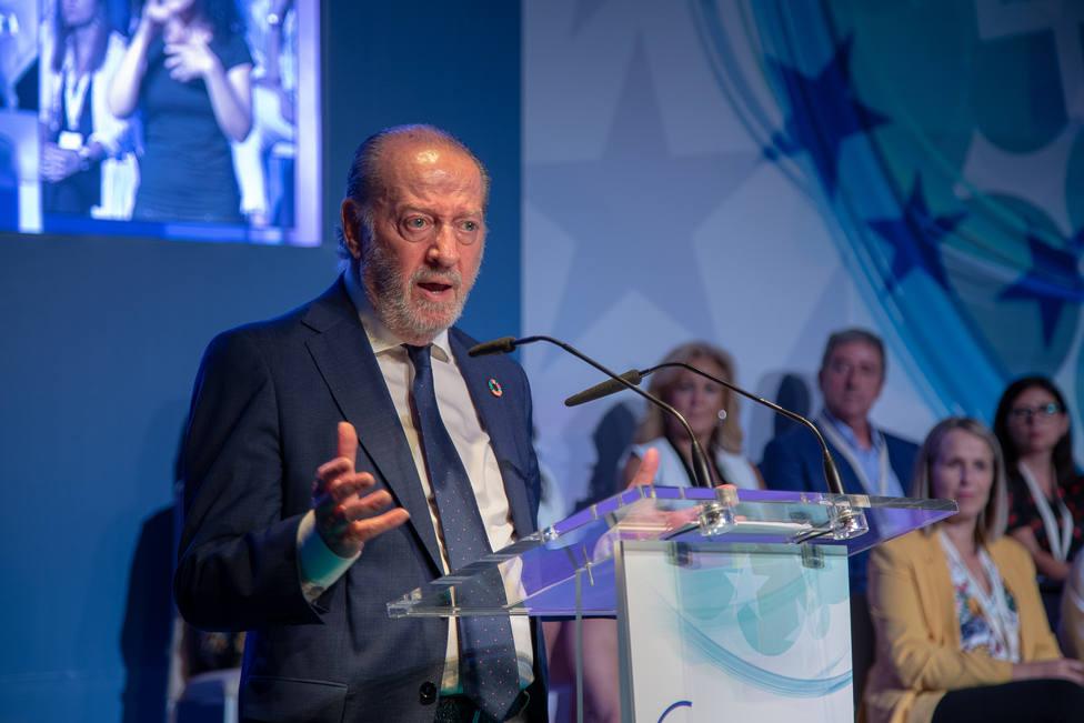 Villalobos valora positivamente los 1.881 millones de euros que Hacienda destinará a Andalucía