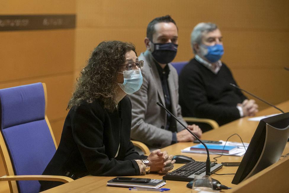 Carmen Durán, en primer término, directora xeral de Saúde Pública de la Xunta - FOTO: Conchi Paz