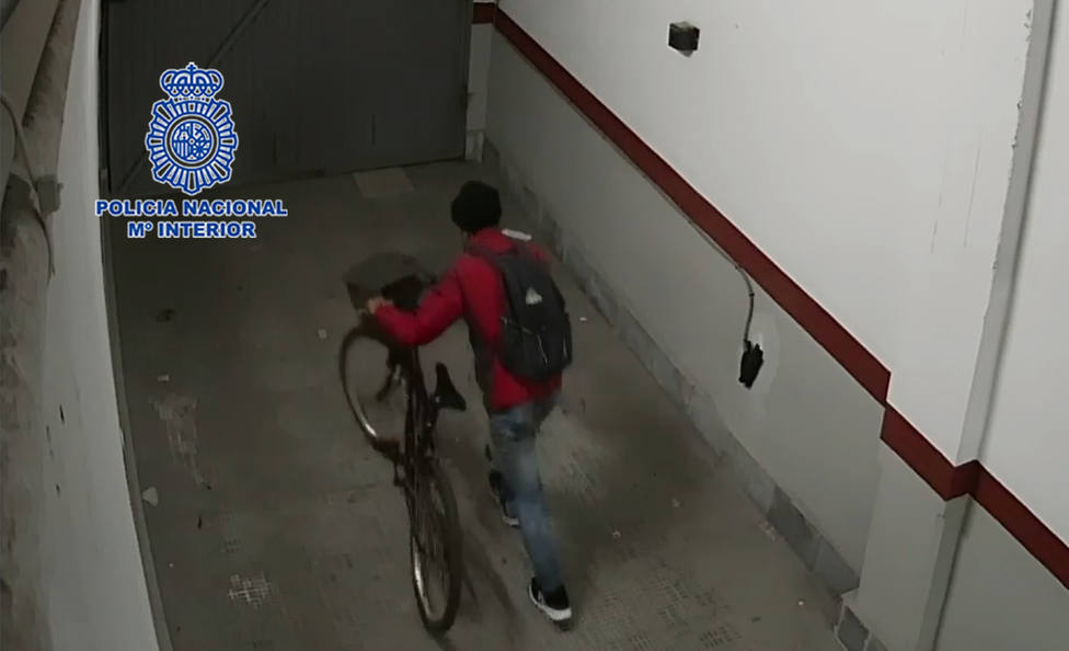 La Policía Nacional detiene al presunto autor de al menos dieciséis robos en garajes y trasteros