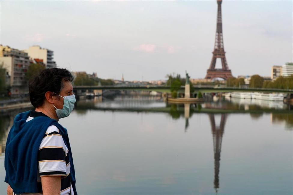Francia espera volver a la normalidad a mediados de abril