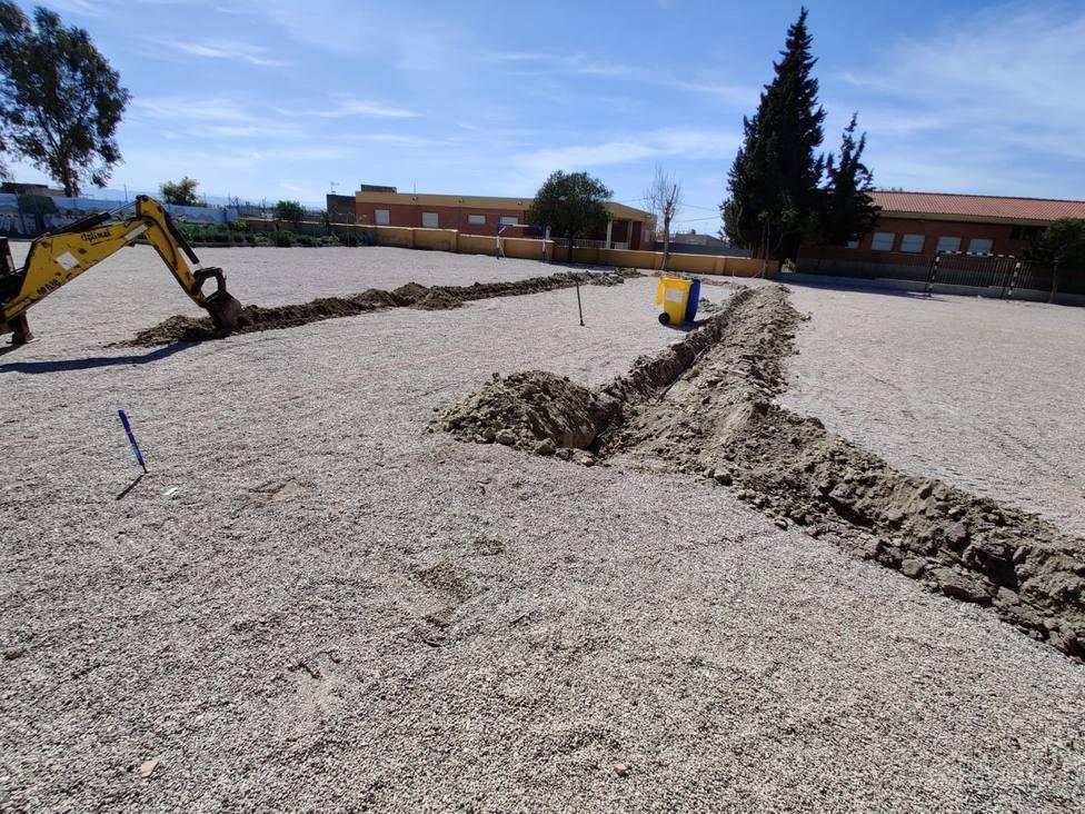 Lorca inicia la plantación de más de una treintena de árboles en los colegios Juan González y Alfonso García