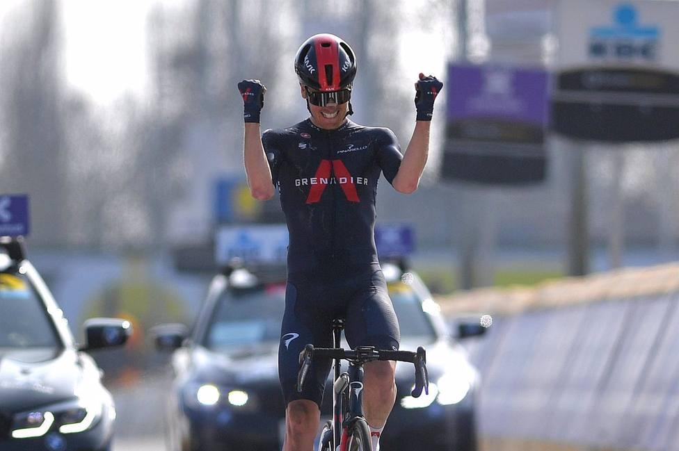El ciclista neerlandés Dylan van Baarle