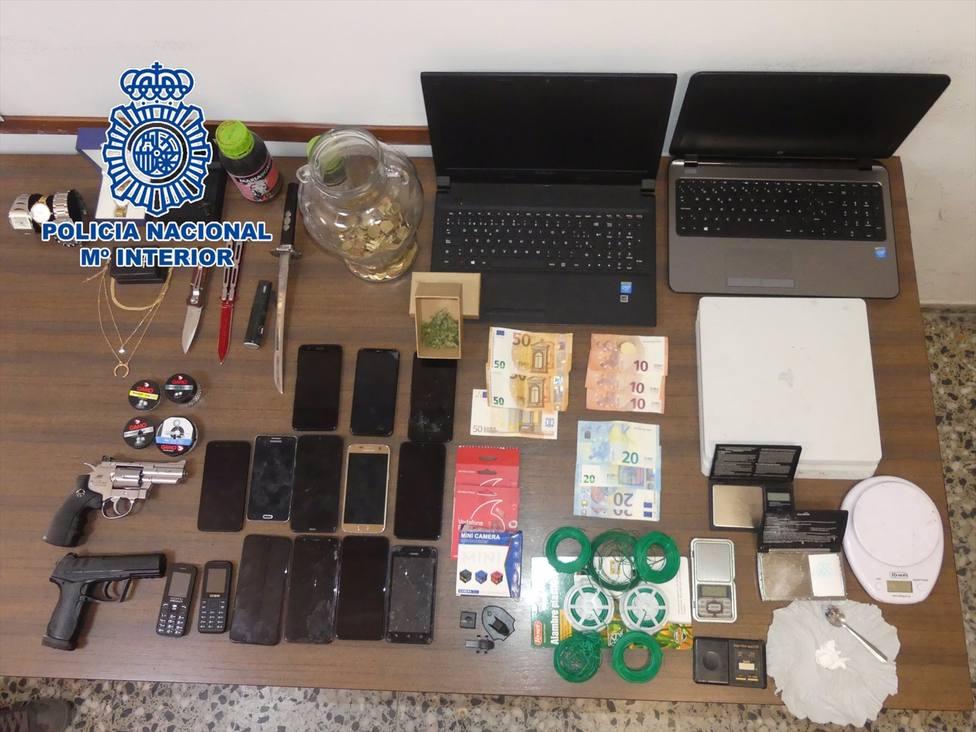 Sucesos.- Policía Nacional desmantela un punto de venta de cocaína y hachís en el centro de Yecla y detiene a 3 personas
