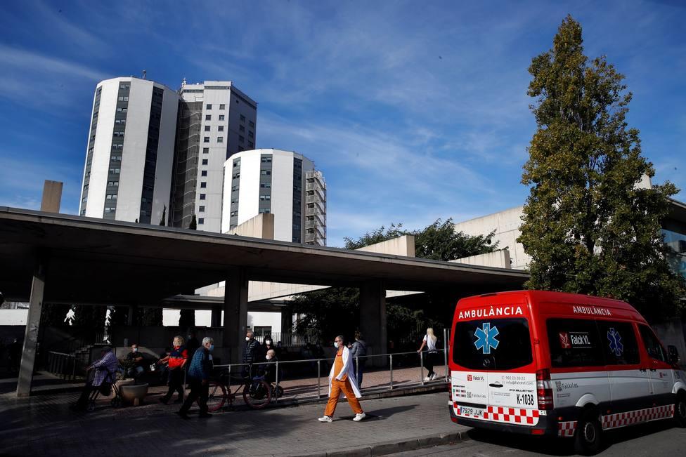 El virus frena su avance en Cataluña, mientras baja la presión en las UCI