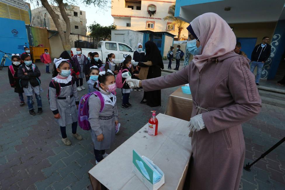 Unos 22.000 civiles se refugian en las escuelas de la ONU en Gaza e incrementan el riesgo de contagio