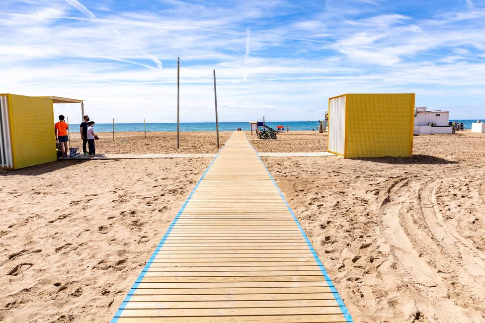 La Guardia Urbana cierra tres playas de Barcelona por la alta ocupación