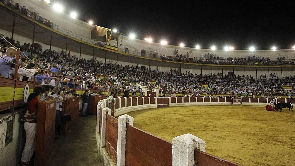 Imagen de los tendidos de la plaza de toros de Mérida