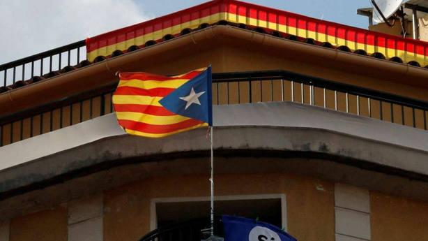 Arrancan 50 esteladas y realizan pintadas en contra de Torra y Puigdemont en Verges (Girona)