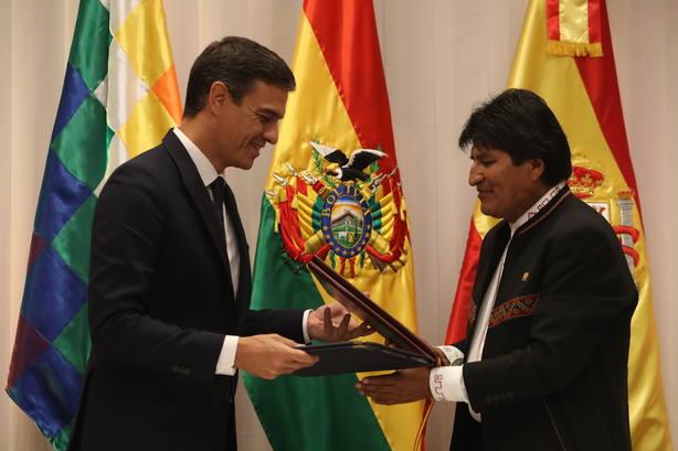 Sánchez se reúne con Evo Morales tras su llegada a Santa Cruz