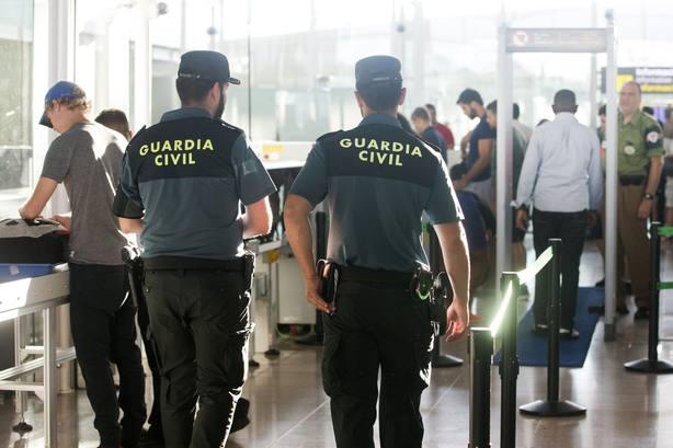 Guardias civiles exigen una compensación económica para los agentes obligados a quedarse en Cataluña