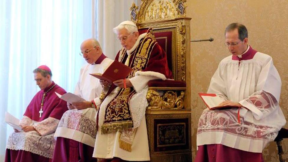 Benedicto XVI anunciando su renuncia