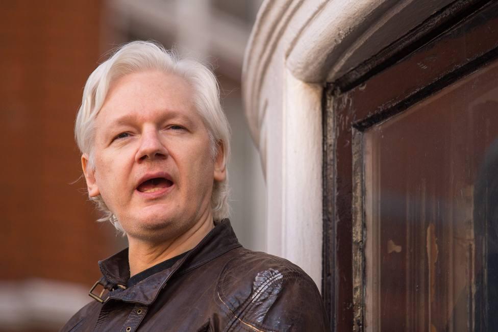 Resultado de imagen para Julian Assange, arrestado por la Policía de Londres