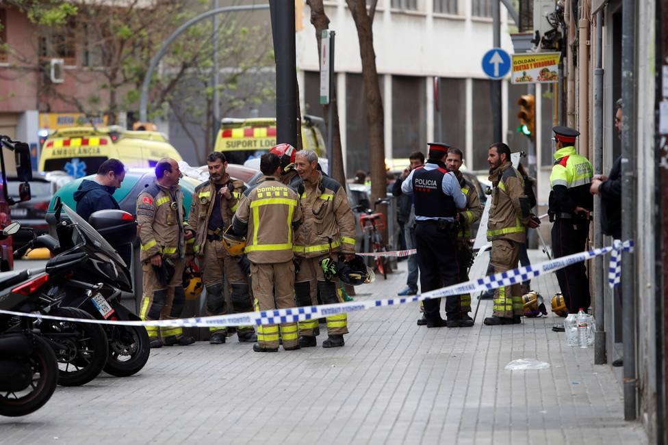 Un adulto y un menor mueren en un incendio en un piso de LHospitalet