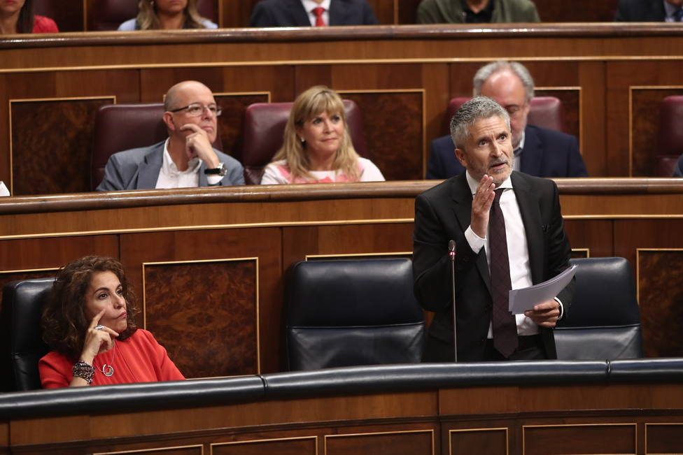 Marlaska defiende el aumento del 14% de policías en Cataluña tras acusarle el PP de ser un hooligan de la inseguridad