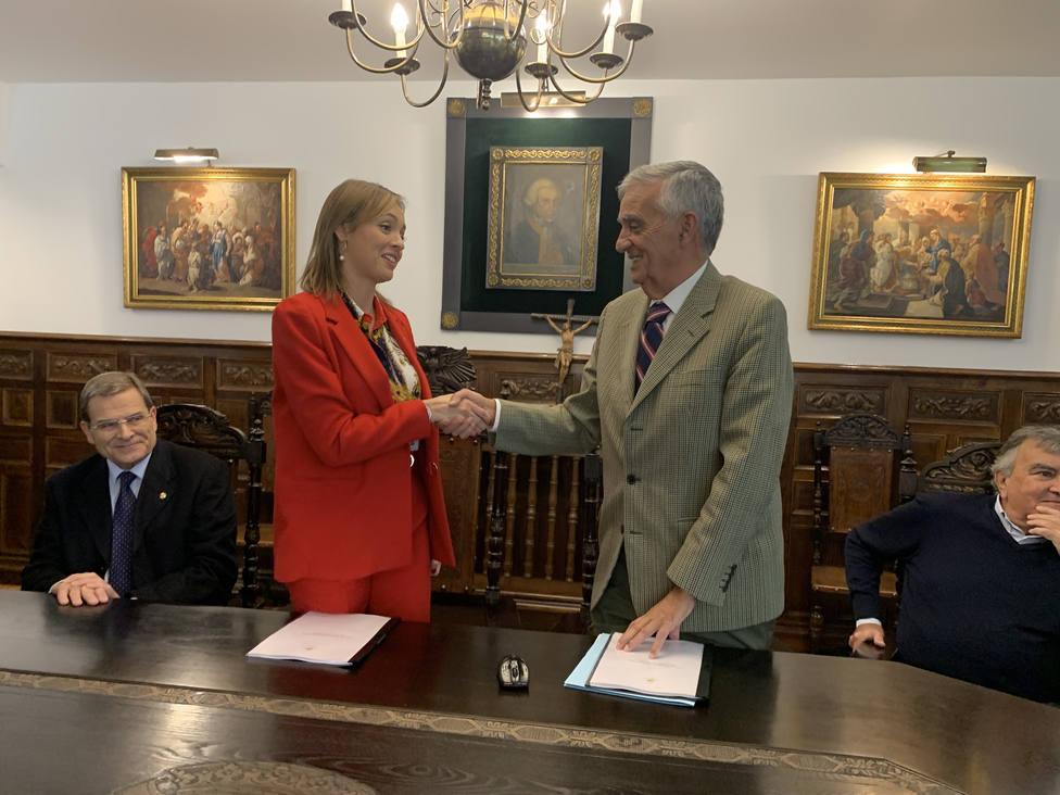 Fabiola García y Alberto Lens, hermano mayor de la Fundación Santo Hospital de Caridad