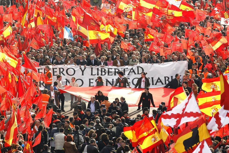 Miles de personas asisten a una manifestación en Pamplona
