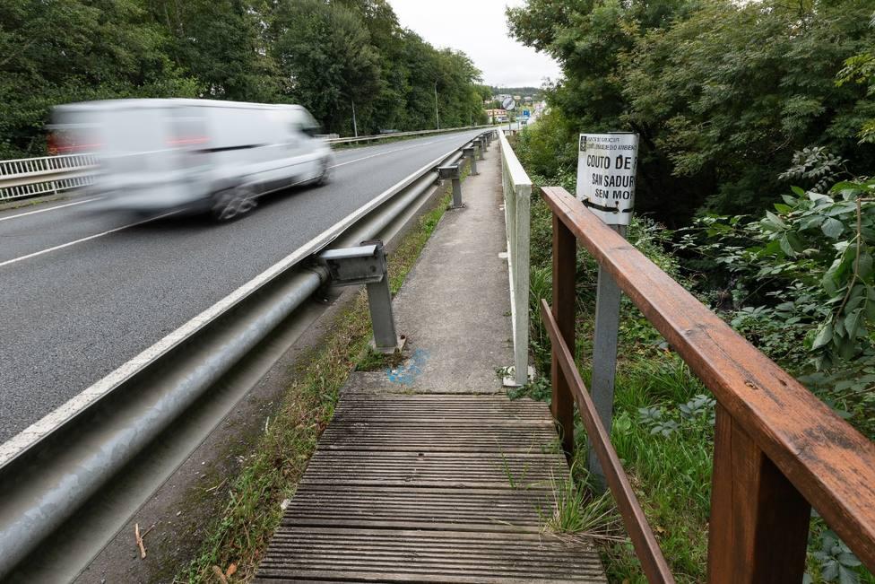 El puente de la AC-862 en Cornide es la principal vía de comunicación - FOTO: César Galdo