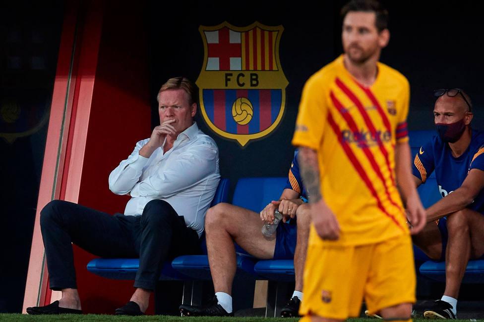 Messi, en el partido ante el Nastic, ante la mirada de Koeman (EFE)