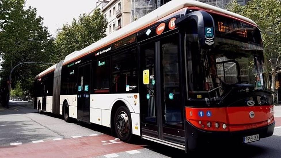 Coronavirus.- Los autobuses de Barcelona vuelvan a ser accesibles por delante desde este lunes