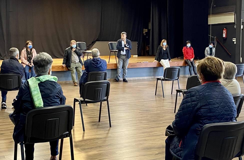 El encuentro se celebró en el salón del actos de la Casa de la Cultura - FOTO: Concello de Neda