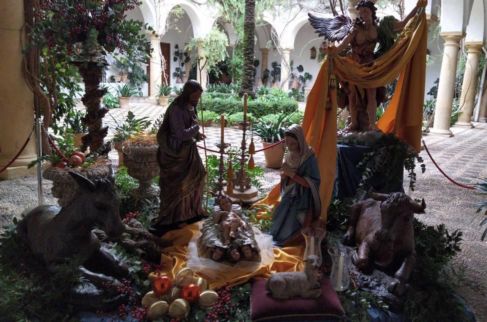 La Fundación Cajasur decide instalar el belén del Palacio de Viana en la puerta para hacerlo más accesible