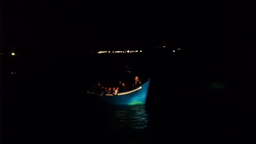 Rescatadas 5 pateras durante esta noche con 152 inmigrantes a bordo