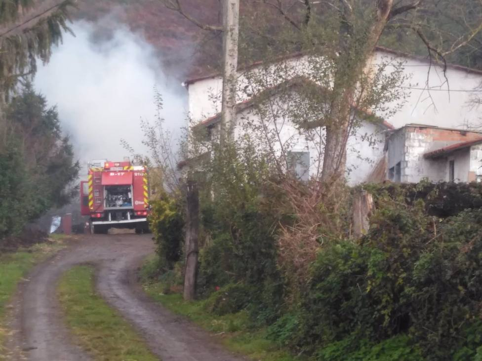 Incendio asistido por bomberos