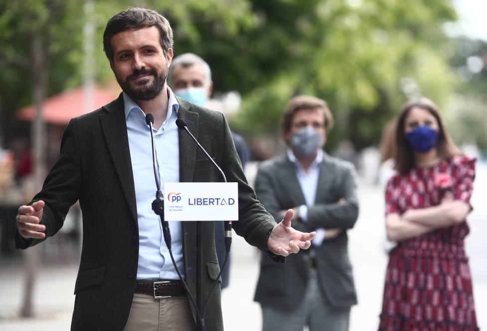El PP mira a Albert Rivera para unir al centroderecha tras el éxito del 4-M
