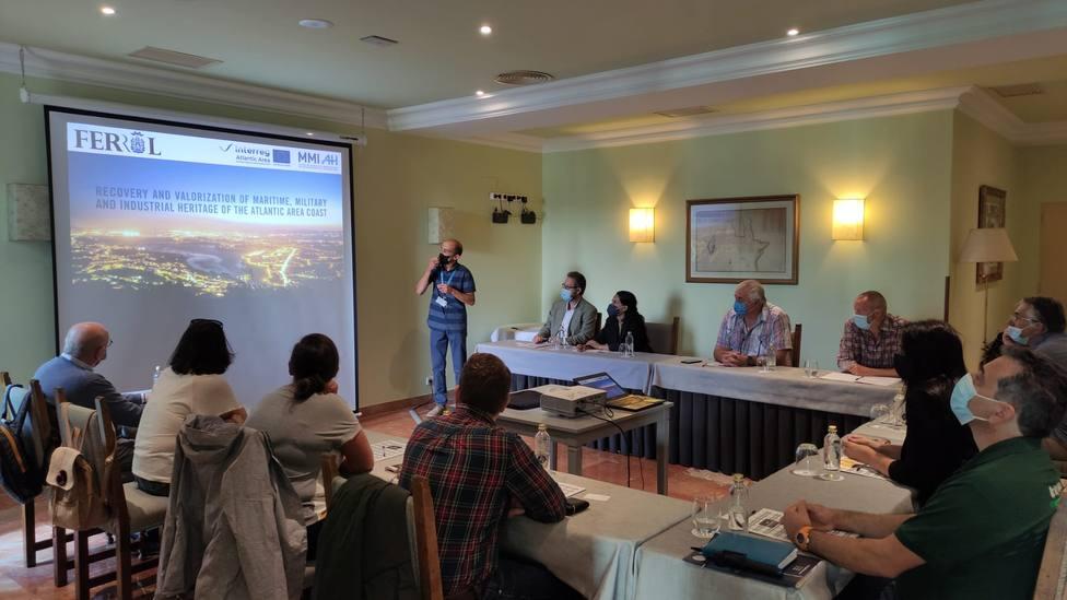 La concejala Eva Martínez presidió la reunión con los turoperadores - FOTO: Concello de Ferrol