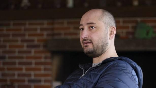 Ucrania dice que el periodista ruso Bábchenko está vivo