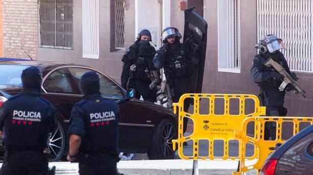 El director de los Mossos dEsquadraha defendido que la actuación de la agente fue correcta