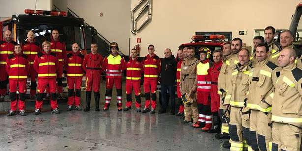 Los bomberos de Santiago estrenan uniforme