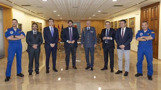 Paracaidistas de la Base de Alcantarilla desplegarán en vuelo la bandera de España más grande del país