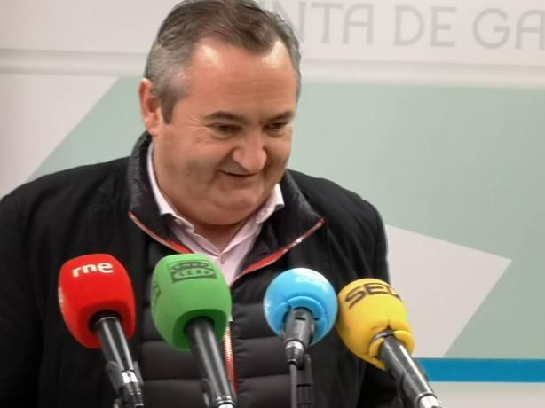 La Xunta asegura que hizo todos los trámites precisos para cubrir el escudo franquista del IES Ollos Grandes