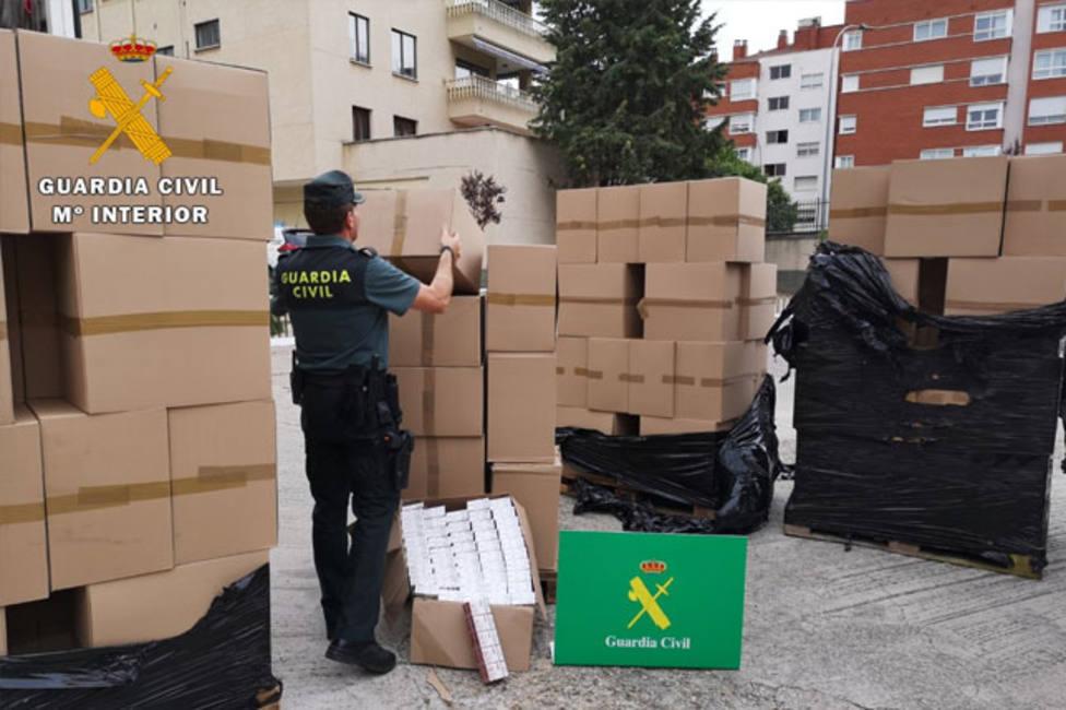 La Guardia Civil intercepta un camión cargado de tabaco de contrabando