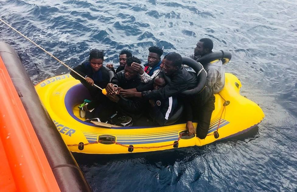 Rescatados 55 inmigrantes a bordo de una patera en Alborán