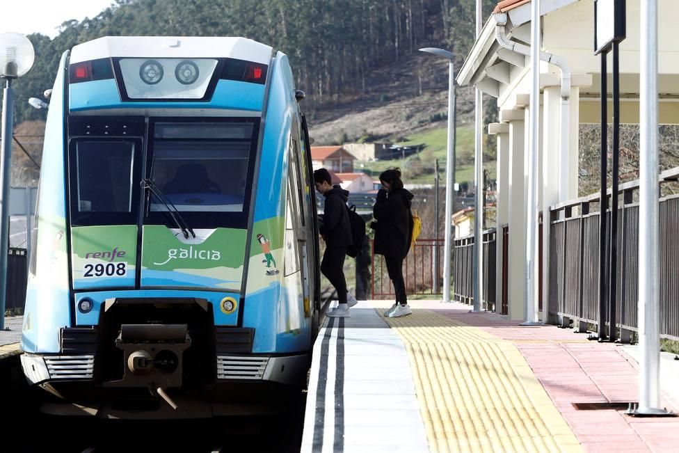 Critican nuevos retrasos, averías y cancelaciones en los trenes de Feve