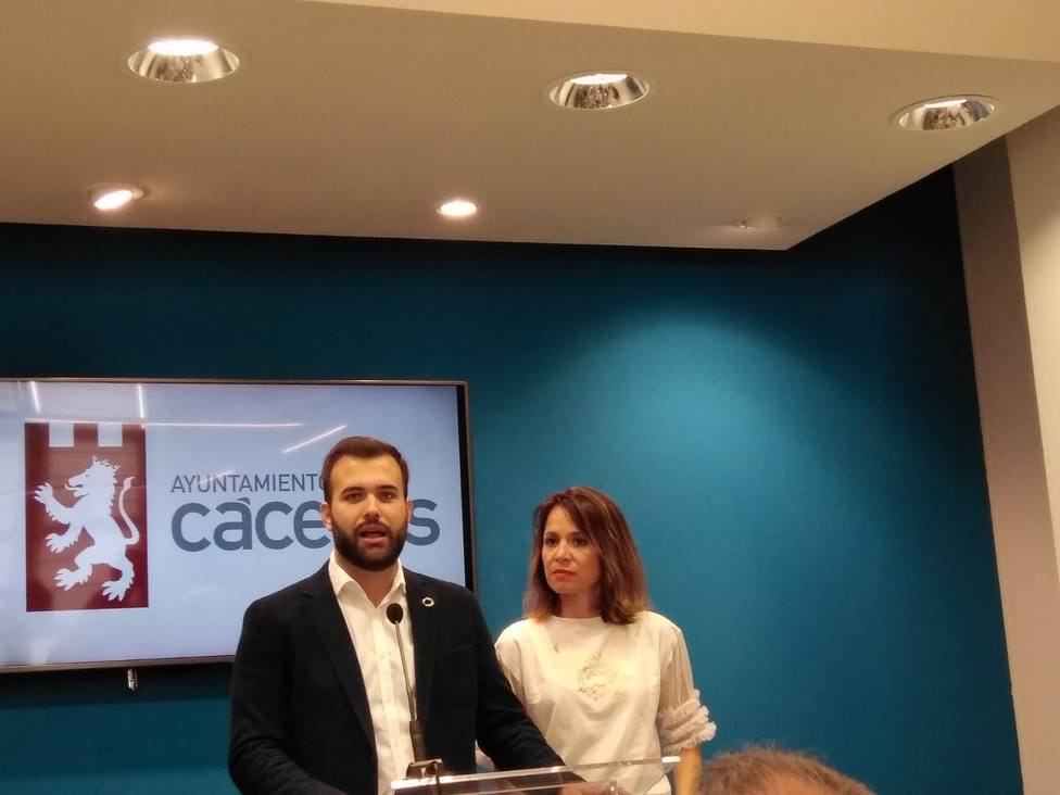 Luis Salaya y Belén Fernández