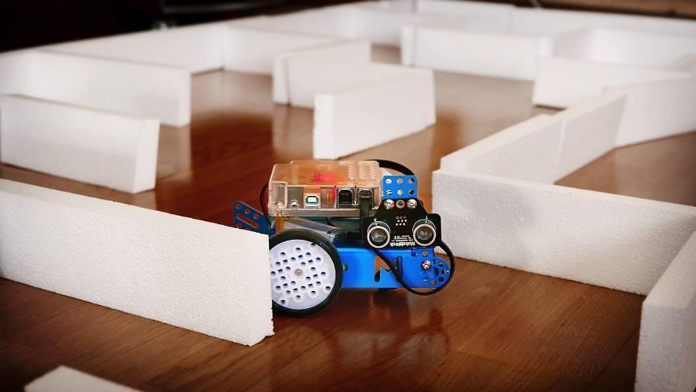 Laberinto de robótica - FOTO: Colexio Profesional de Enxeñaría en Informática de Galicia