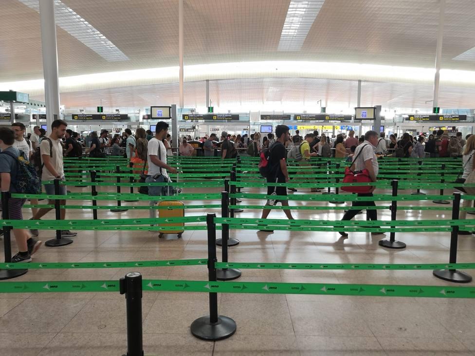 El personal de seguridad del Aeropuerto de Barcelona cumplirá un mes en huelga este lunes