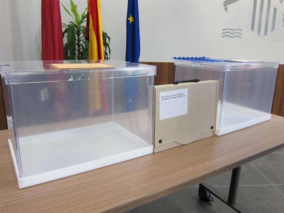 Abren sin incidencias los 580 colegios electores de la Región de Murcia