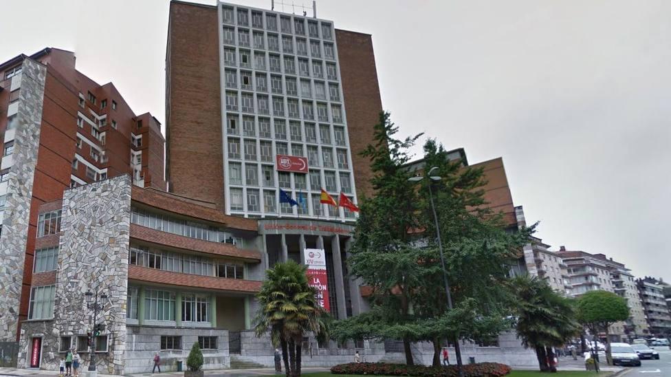 Sede de UGT-Asturias en plaza General Ordódñez de Oviedo
